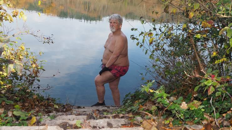 Nach einer Viertelstunde im 12 Grad kalten Rheinwasser wirkt Jakob Vogt ruhig und entspannt.