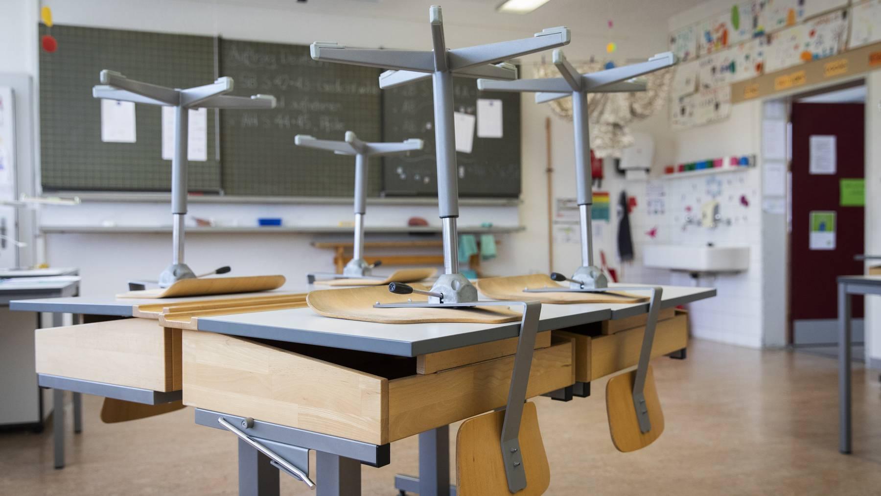 Trotz Fernunterricht und Homeschooling erhalten alle Klassen ihre Zeugnisse.