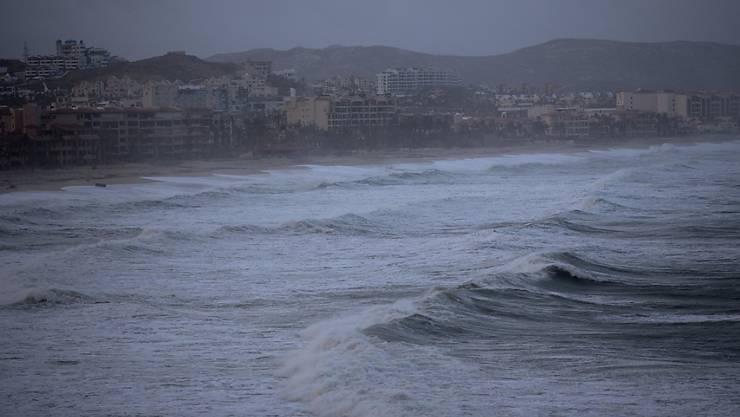 Hohe Wellen bei Sturm über Los Cabos (Archiv)
