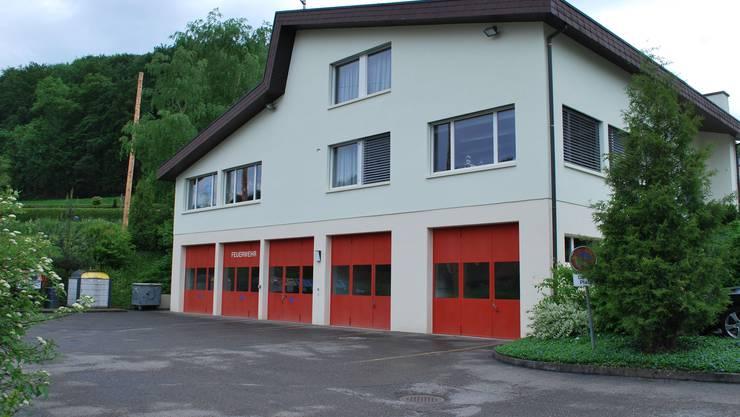 Ob die neue Feuerwehr Wabrig nur mit dem Feuerwehrlokal Hellikon arbeiten kann oder ob doch noch weitere Standorte nötig sind, wurde an der Informationsveranstaltung in Hellikon angeregt diskutiert. (Bild: lbr)