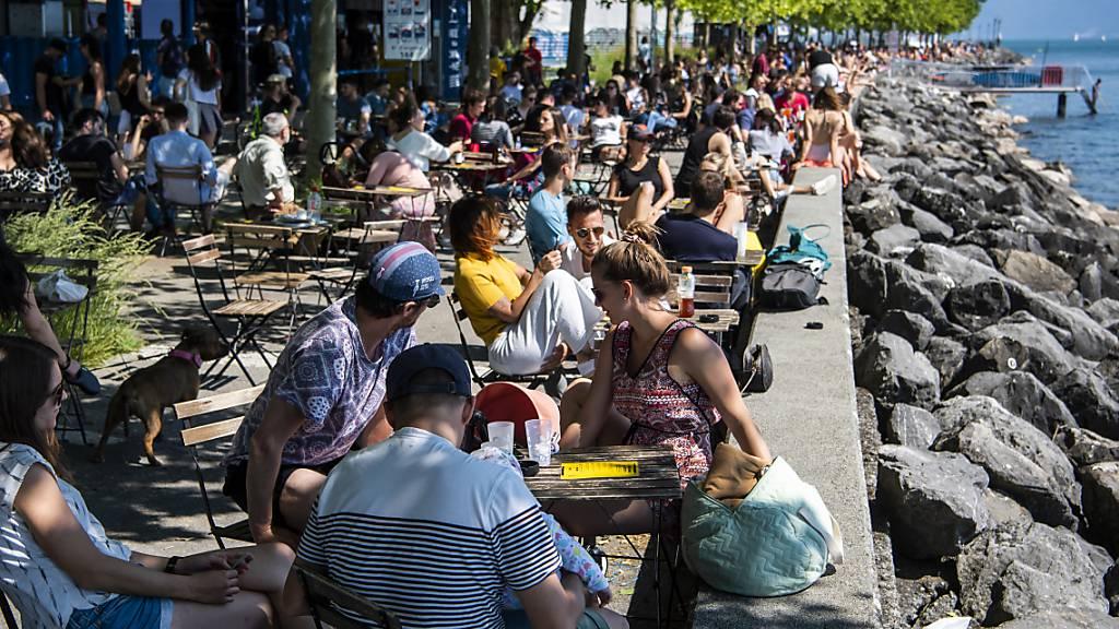 Schweizerinnen und Schweizer sehnen sich nach Familie und Reisen