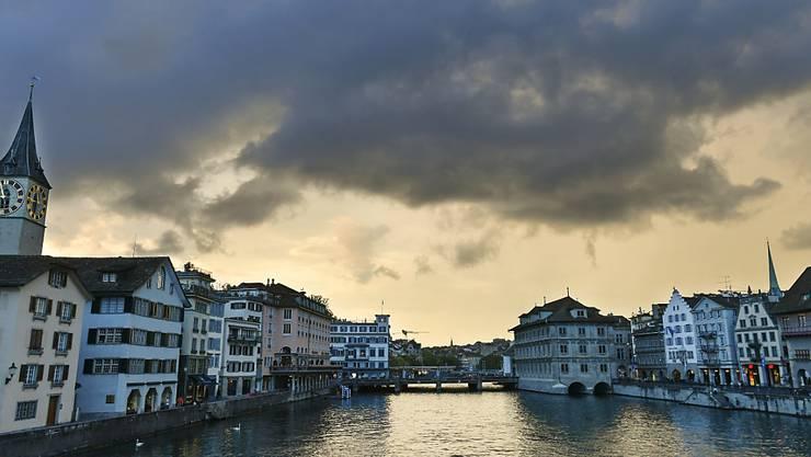 Trotz des teilweise starken Regens am Wochenende bleiben die Wasserstände in grösseren Flüssen der Schweiz auf sehr tiefem Niveau. (Archiv)