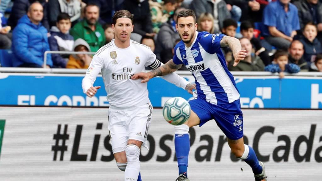 Sergio Ramos (links), hier gegen Joselu von Alaves, war der Protagonist bei Reals Sieg im Baskenland.
