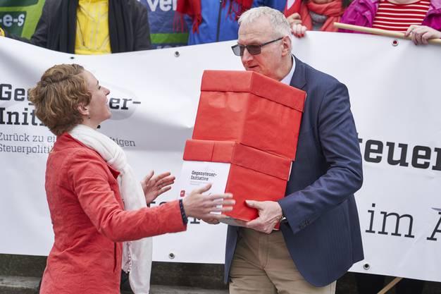 Grüne Nationalrätin Irène Kälin und Stv. Staatsschreiber Urs Meier.