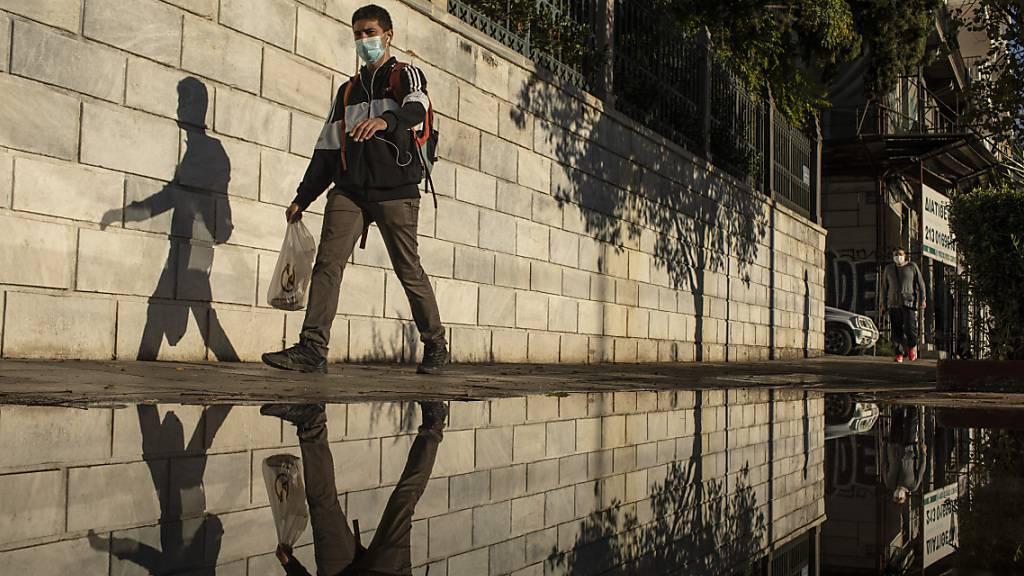 Griechenland hat einen starken Anstieg der Zahl der bestätigten Coronavirus-Fälle verzeichnet. Foto: Petros Giannakouris/AP/dpa
