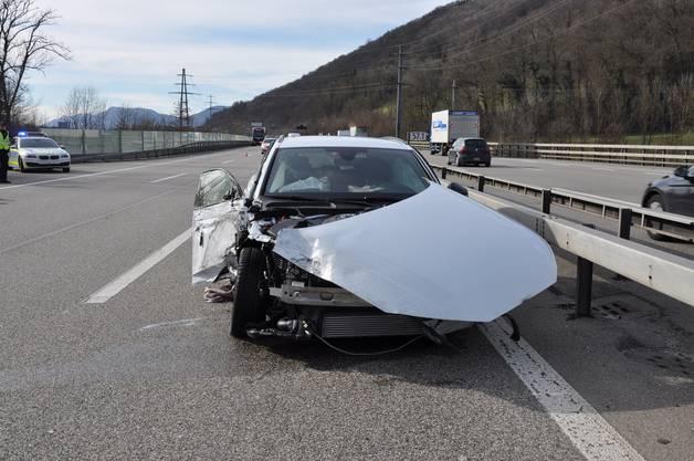 Dabei kam es zur Kollision mit einem Personenwagen.