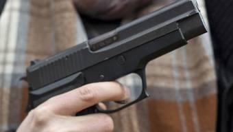 Wer Waffe und Munition nicht getrennt transportiert, zahlt 300 Franken Busse. (Archiv)