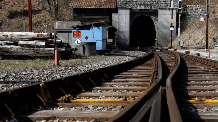 Der Weissensteintunnel, hier das Südportal in Oberdorf, wird ab dem Jahr 2020 saniert. Am Bahnhof Oberdorf wird während der Bauarbeiten ein Installationsplatz eingerichtet. Hanspeter Bärtschi/Archiv