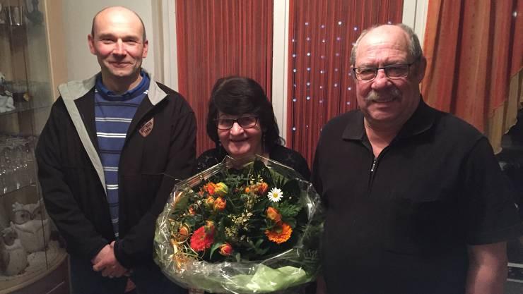 Wirte- Ehepaar Ruth und Hans Allemann mit Präsident Christoph Büttiker