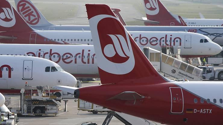 Bereits bis Ende der Woche soll entschieden werden, dass Air Berlin halbiert wird. (Archiv)