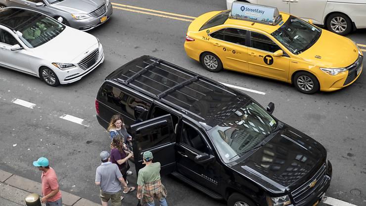 Auf New Yorks Strassen buhlen derzeit über 80'000 Taxis und Fahrdienste um Gäste. (Archivbild)