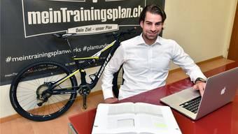 Manuel Fasnacht hat seinen Kraftraum im Keller eines Mehrfamilienhauses in Däniken zu Büro und Sitzungszimmer umgewandelt. Bruno Kissling