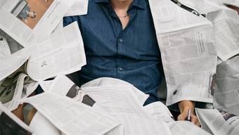 Michael Elsener kombiniert Journalismus mit Cabaret und imitiert bekannte Persönlichkeiten.Philippe Hubler