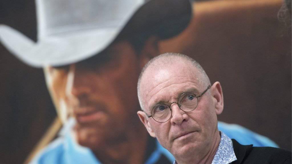 Hannes Schmid, der Leib-und-Magen-Fotograf der Rockstars, vor einem seiner berühmten «Marlboro Man»-Bilder (Archiv).