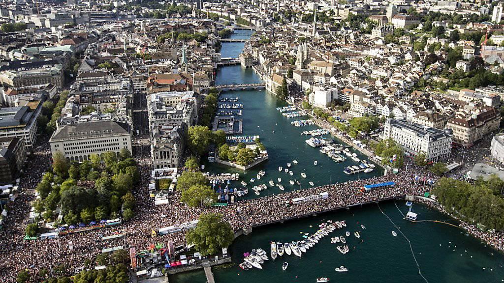 Hunderttausende tanzen in Zürich