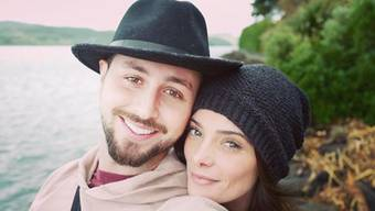 """Twilight""-Star Ashley Greene (r) hat ihren Freund Paul Khoury geheiratet. (Instagram Khoury)"