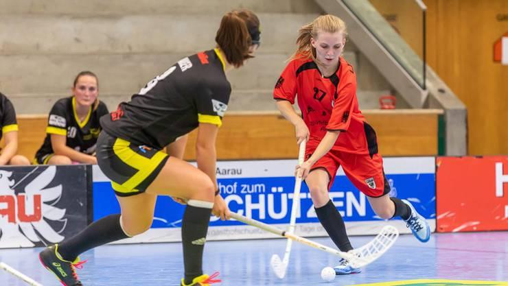 Die Schützin des Siegtreffers: Michelle Schär (rechts).