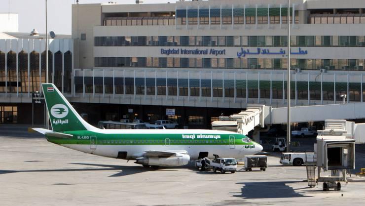 Ziel internationaler Flughafen Bagdad: Eine Basler Firma soll bei der Vermittlung von Kriegsmaterial geholfen haben. (Archivbild)