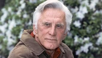 Der Hollywood-Gigant drehte in seiner Karriere über 80 Filme und wurde mit einem Ehren-Oscar für sein Lebenswerk geehrt.