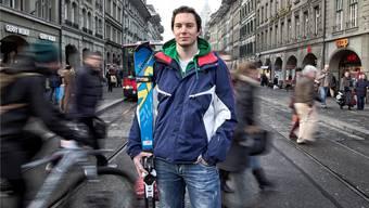 Der gehörlose Sportler Philipp Steiner in der Berner Altstadt. Er sagt: «Das hier hat für mich nichts mit Stille zu tun, obwohl ich nichts hören kann.»