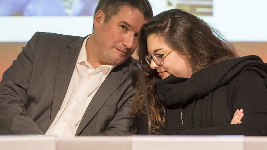 Sieht seine Partei als Garantin des nationalen Zusammenhalts: SP-Präsident Christian Levrat zusammen mit Juso-Präsidentin Tamara Funiciello an der Delegiertenversammlung der SP Schweiz in Altdorf.