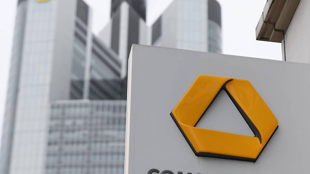 Die Commerzbank hat trotz erheblicher Kosten für den Konzernumbau zu Jahresbeginn schwarze Zahlen geschrieben. Unter dem Strich stand ein Quartalsgewinn von 133 Millionen Euro. (Archivbild)