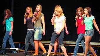 "Fast wie bei MusicStar: sieben junge Frauen als ""Hot Potatoes""."