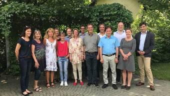 Von links: Karin-Petra Jäggi (J), Trudy Dürrenmatt (P), Anita Oberli (P), Megi Wirth (P), Nicole Wachtel (J), Ueli Zumstein (P), Karin Wagner (J), Rolf Glaus (SL), Franz Henzi (P), Mark Widmer (SL), Hubert Bläsi (GSL), Thomas Mikolasek (SL), Ruth Bieri (SL), François Scheidegger. Zwar fehlten von der Musikschule José de Mena (J) und Ueli Steffen (P). Diese wurden aber intern gewürdigt. Von der Volksschule waren Claudia Staufer ( J) und Jürg Padrun (P) abwesend.