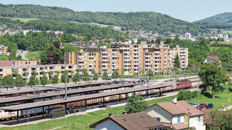 Turgi strebt mit der neuen Bauordnung innere Verdichtung an, so etwa auf der Wiese beim Bahnhof.