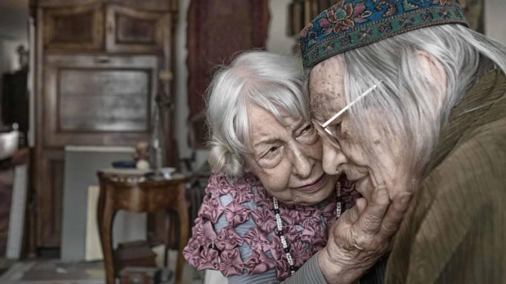 Der Anteil der Seniorinnen und Senioren an der Schweizer Wohnbevölkerung wächst - der Druck auf die Erwerbstätigen dadurch ebenfalls: In den letzten zehn Jahren ist der Anteil der Menschen im erwerbstätigen Alter in der Schweiz um 2,4 Prozentpunkte zurückgegangen (Symbolbild).