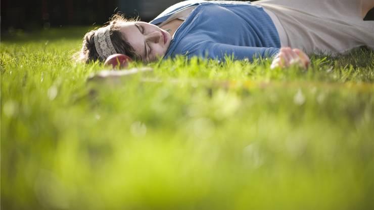 Der Frühling lockt mit Sonne und wärmeren Temperaturen nach draussen. Trotzdem fühlen sich viele Menschen dann besonders müde. Wieso eigentlich? Thinkstock