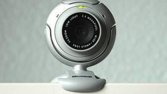Internet-Betrüger forderten Besucher ihrer Dating-Seite zu sexuellen Handlungen vor einer Webcam auf (Symbolbild)