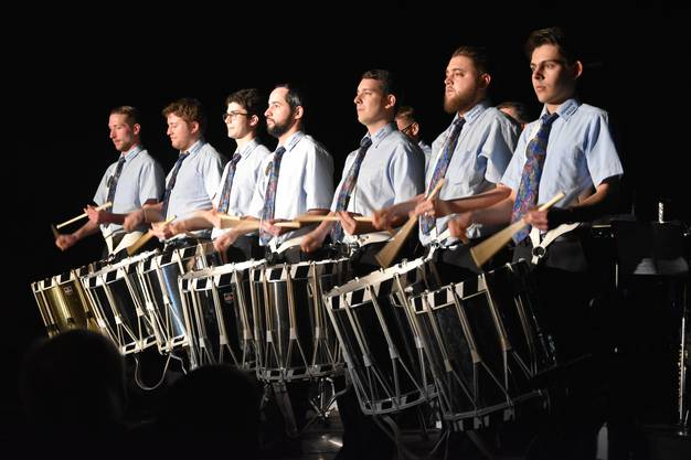 Die Tambouren Helvetia Zürich eröffneten den Konzertabend ...