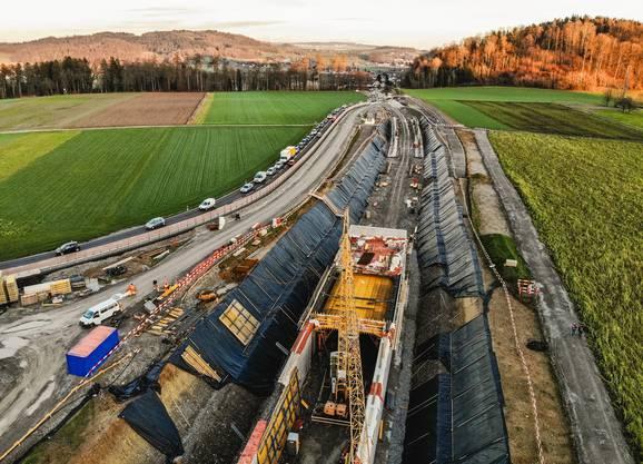 Etappe für Etappe wird betoniert. Das Tunnelportal Horner ist schon fertig.