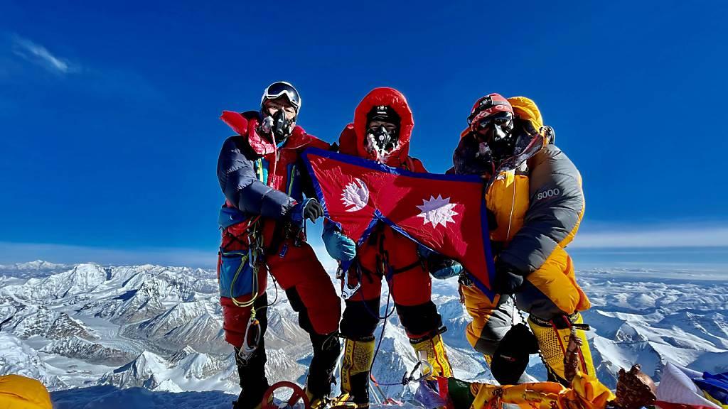 Acht Geschwister auf dem Mount Everest