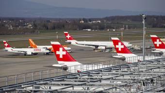 Fluggesellschaften wie die Swiss kämpfen nicht nur mit tiefen Preisen, sondern in Covid-Zeiten auch mit Hygienemassnahmen um die Gunst der Kunden.