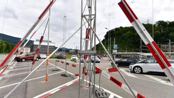 Das Baugespann auf dem Gebiet Bahnhof Nord: Die Strebe in der Bildmitte (hinten) verrät die künftige Höhe der Baute.
