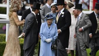 Queen Elizabeth am Dienstag in Ascot - sie wurde von ihren Kindern und Enkelkindern begleitet.