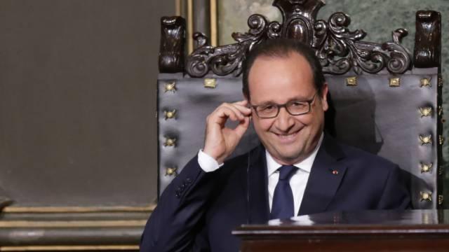Hollande will für die Annäherung zwischen Kuba und der EU werben