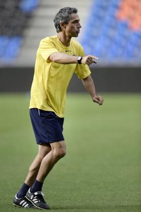 Sousa während einer Trainingslektion im St.Jakob-Park als Trainer von Maccabi Tel Aviv.