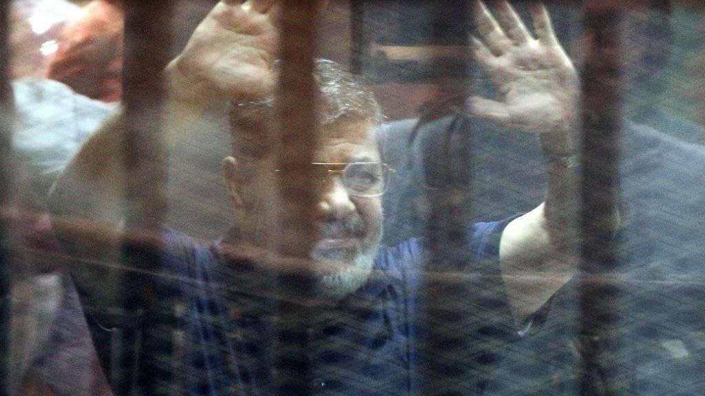 Auch eine lebenslange Haftstrafe gegen ihn wurde aufgehoben: Mohammed Mursi. Bereits vor einer Woche hatte das Berufungsgericht ein Todesurteil gegen den islamistischen Ex-Präsidenten gekippt. (Archiv)