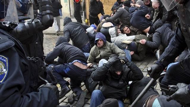 Polizei geht gegen Demonstrierende in Zagreb vor