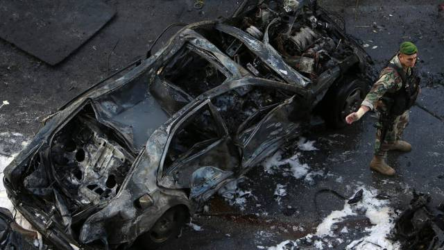 Das vom Sprengsatz zerfetzte Auto von Schattah