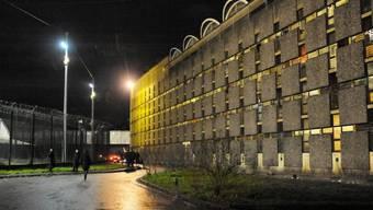 Aussenansicht der Haftanstalt Fleury-Mérogis südlich von Paris. Dort wurde der mutmassliche Paris-Attentäter Salah Abdeslam in Untersuchungshaft genommen. (Archiv)