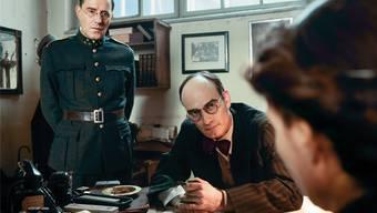 Stefan Kurt als Paul Grüninger (links) und Anatole Taubman als Grüningers Vertrauter Sidney Dreifuss.