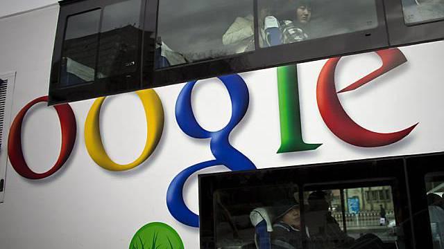 Google nutzt Werbefläche auf einem Bus in Peking