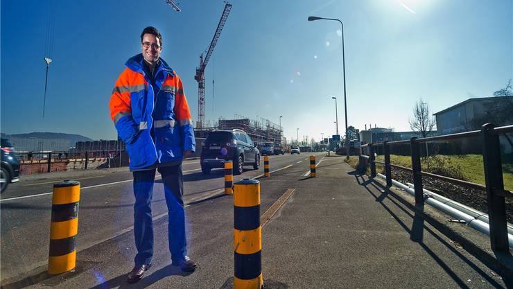 Die Brücke über die Grabäckerstrasse wird neu gebaut. Mit einer Totalsperrung der Strasse spare man vier Monate Bauzeit, sagt Projektleiter Roberto Scappaticci. Emanuel Freudiger