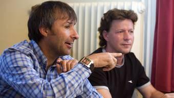 Fingerzeig in die Zukunft: Der abtretende Aarau-Trainer Ryszard Komornicki und sein Nachfolger Jeff Saibene. (André Albrecht)