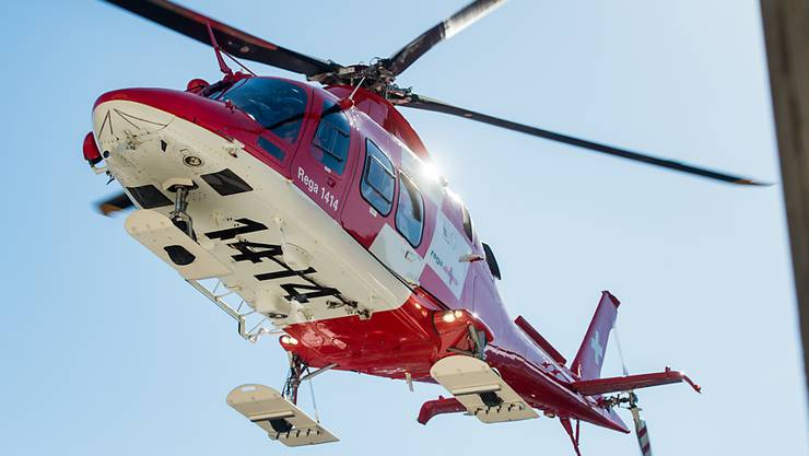 Die Velofahrerin wurde beim Sturz so stark verletzt, dass sie mit dem Rettungshelikopter ins Spital geflogen werden musste. (Symbolbild)