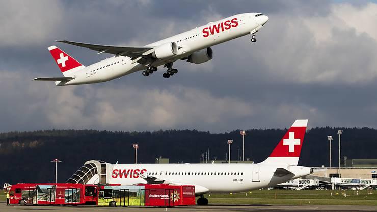 In der Schweiz soll die diskutierte Flugticketgebühr das Fliegen unattraktiver machen.